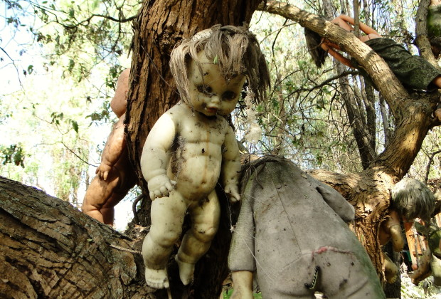 Creepy Doll Island