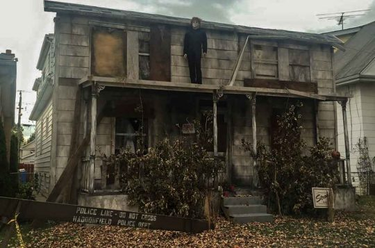 These people have WON Halloween with their Creepy Michael Myers House!