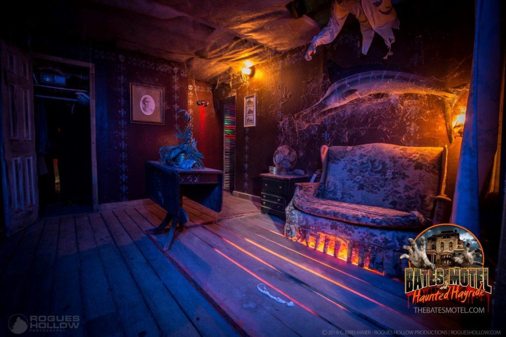 sitting-room-bates-motel