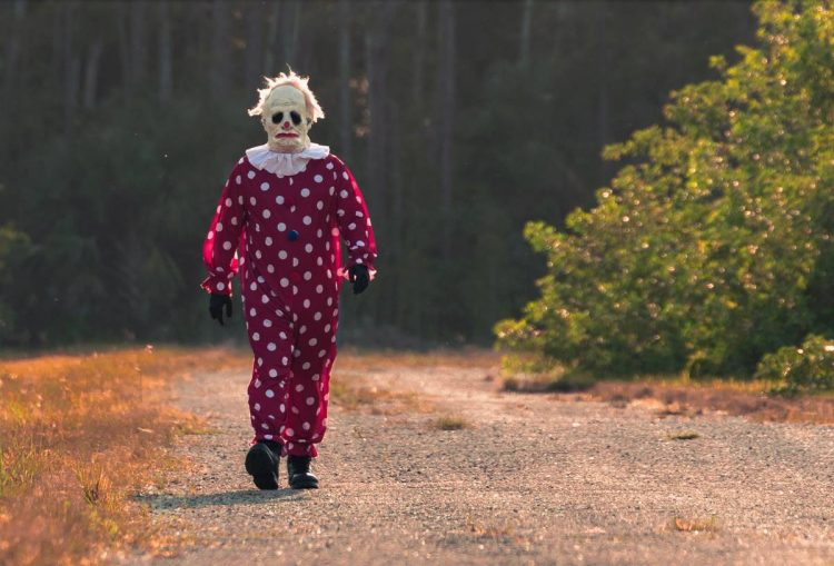There's a creepy clown stalking people in Florida!