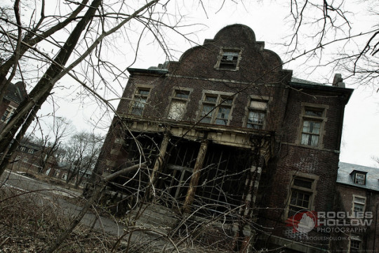 You have to watch this video of an abandoned haunted asylum!
