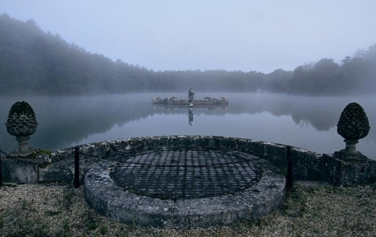 There's a secret abandoned room hidden under this lake!