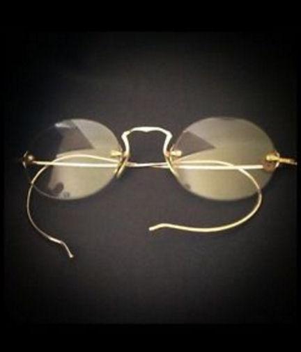 08_HauntedGlasses