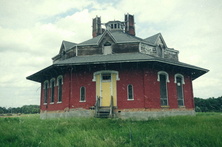 Ghost hunters Investigate the Octagon house and make contact!