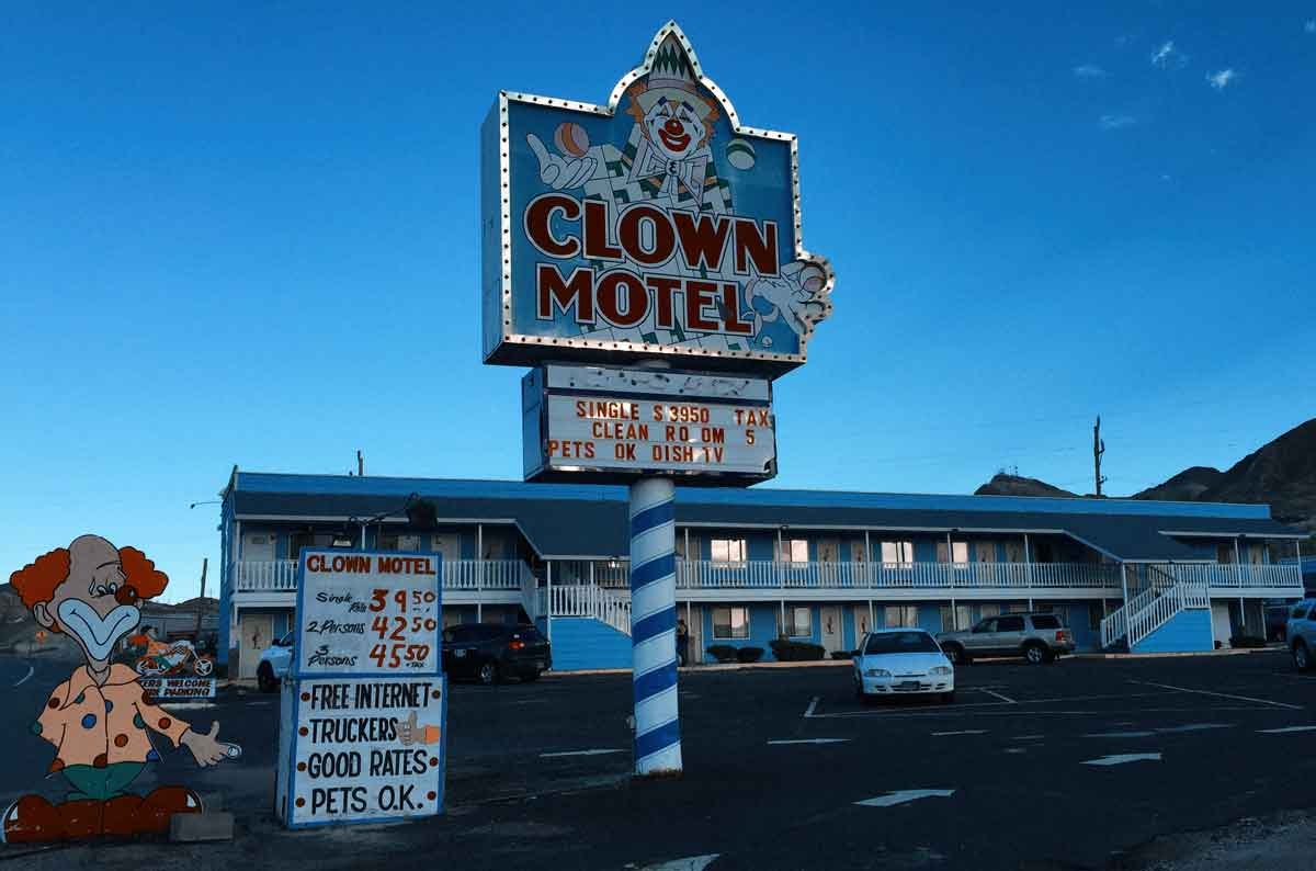 The clown motel is even creepier then we thought!   1200 x 794 jpeg 55kB