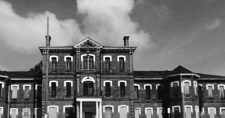 Take a tour of a haunted abandoned asylum in Ontario!